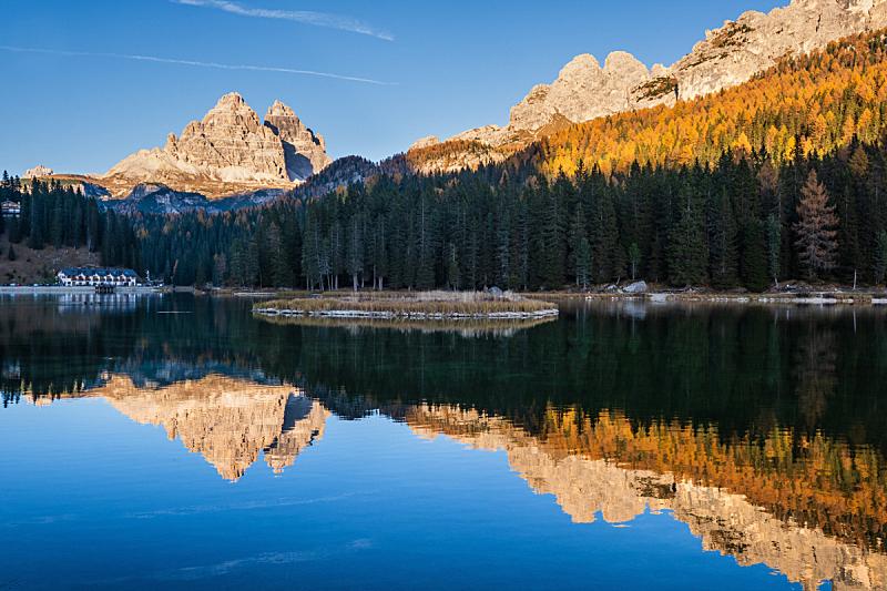 黄昏,米苏里纳湖,多洛米蒂山脉,意大利,秋天,瓦雷多三尖峰,自然美,拉瓦尼多三峰,十月,池塘