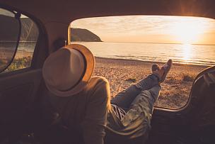 汽车,旅行的人,旅途,色彩鲜艳,透过窗户往外看,户外,仅女人,仅一个女人,拍摄场景,幸福