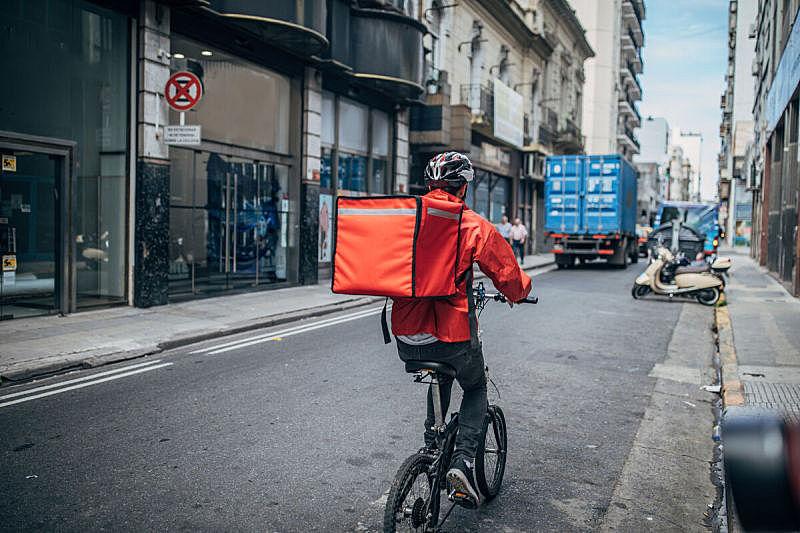 骑自行车,城市,信使,食品,背面视角,递送人员,在活动中,脚踏车,交通,布宜诺斯艾利斯