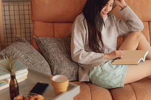 咖啡馆,日本,青年女人,生活方式,平和,太空,水平画幅,美人,家庭生活,仅成年人