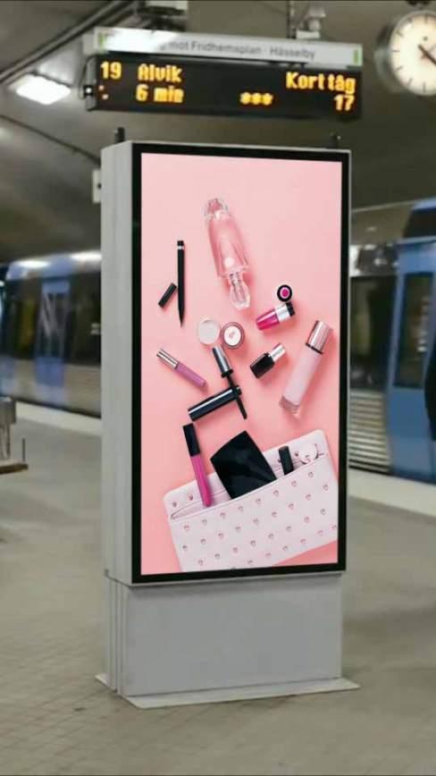 地铁站广告牌
